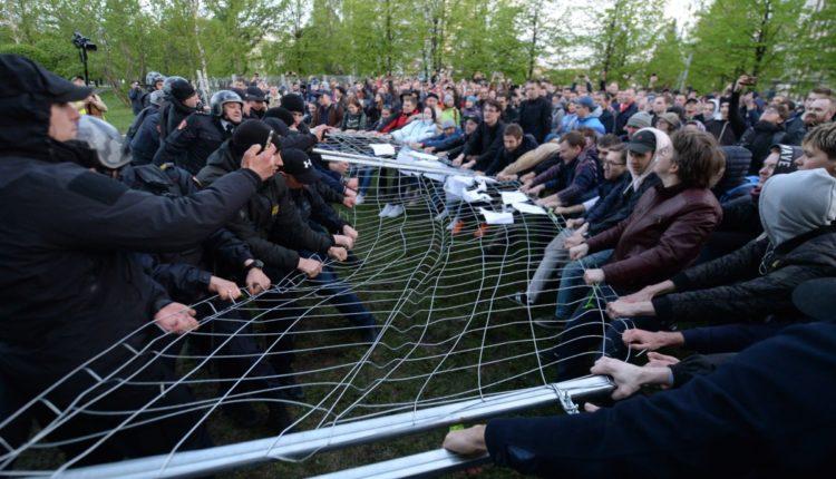 На задержанных противников храма в Екатеринбурге составили протоколы за мелкое хулиганство