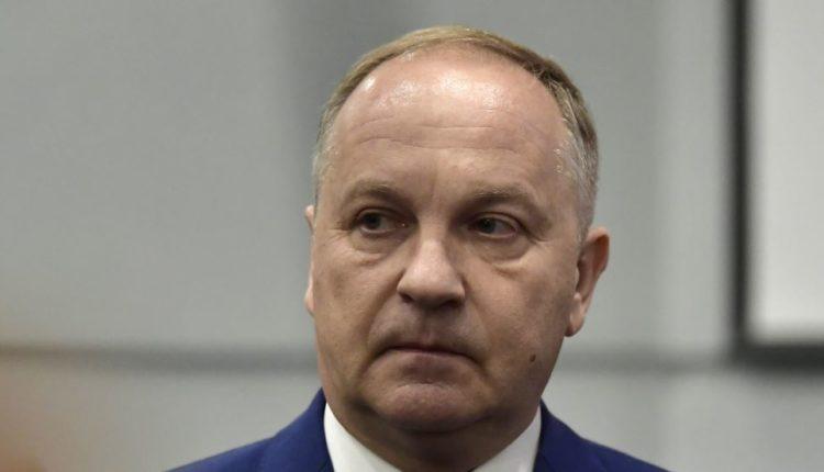 Мэр Владивостока на последнем звонке отправил школьников в «последний путь»