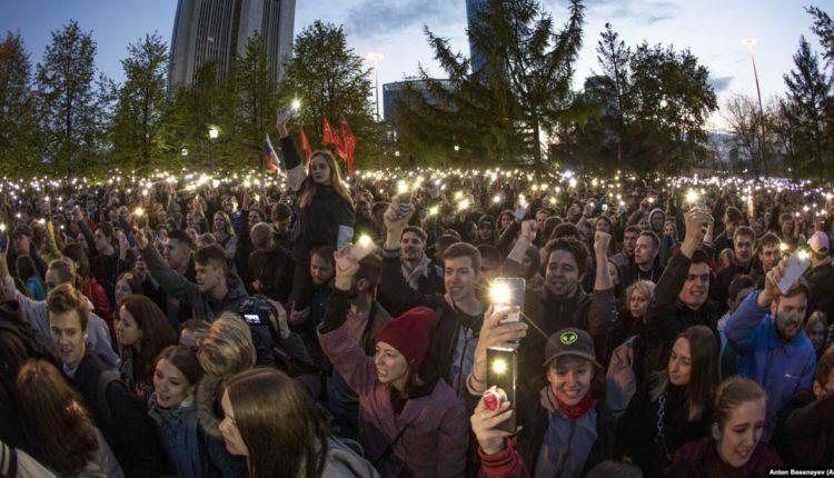 Роскомнадзор потребовал от екатеринбургского издания удалить с YouTube записи протестов против строительства храма