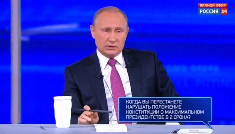 «Путин живет в параллельной реальности». Как россияне в соцсетях отреагировали на «Прямую линию» с президентом