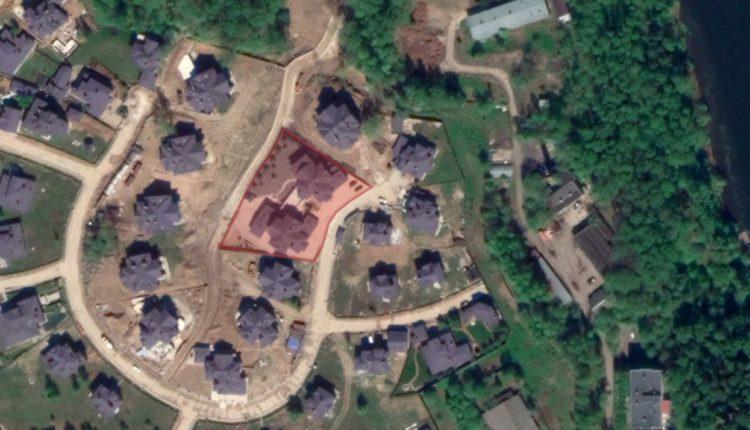 Сотрудники ФСБ, которых называют заказчиками дела Голунова, оказались соседями «крышуемых» ими похоронщиков. ВИДЕО