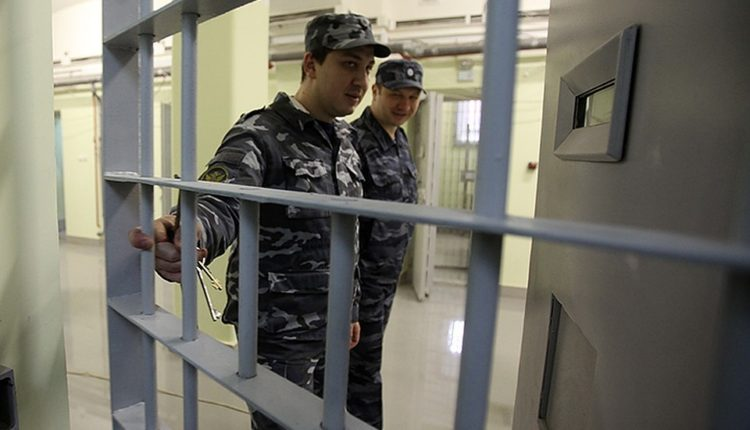 На Южном Урале начальника колонии задержали по подозрению в получении взятки от осужденных
