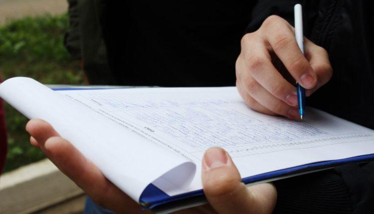 Баллотирующиеся в Мосгордуму оппозиционеры пожаловались на подставных сборщиков подписей