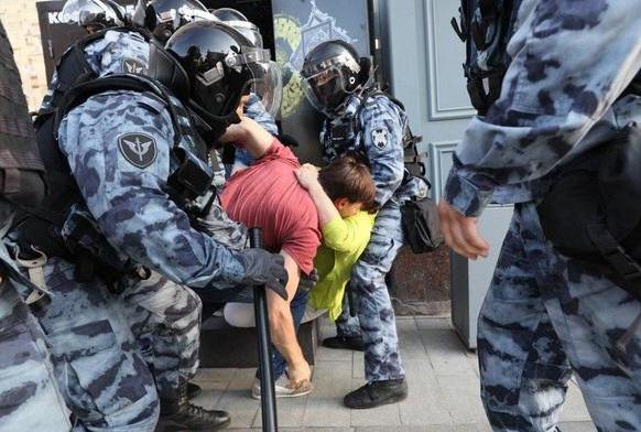 20 000 митингующих, 800 задержанных в центре Москвы. Жестокие задержания, избиения. ФОТО, ВИДЕО
