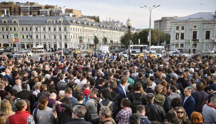 Москвичи провели пятую акцию подряд с требованием допустить независимых кандидатов на выборы в Мосгордуму