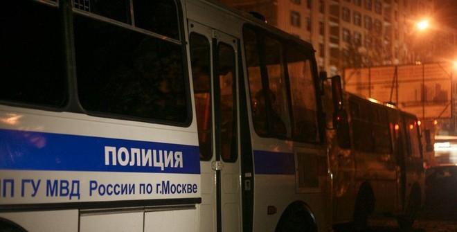 Более 20 человек задержаны у больницы, в которую госпитализировали Навального