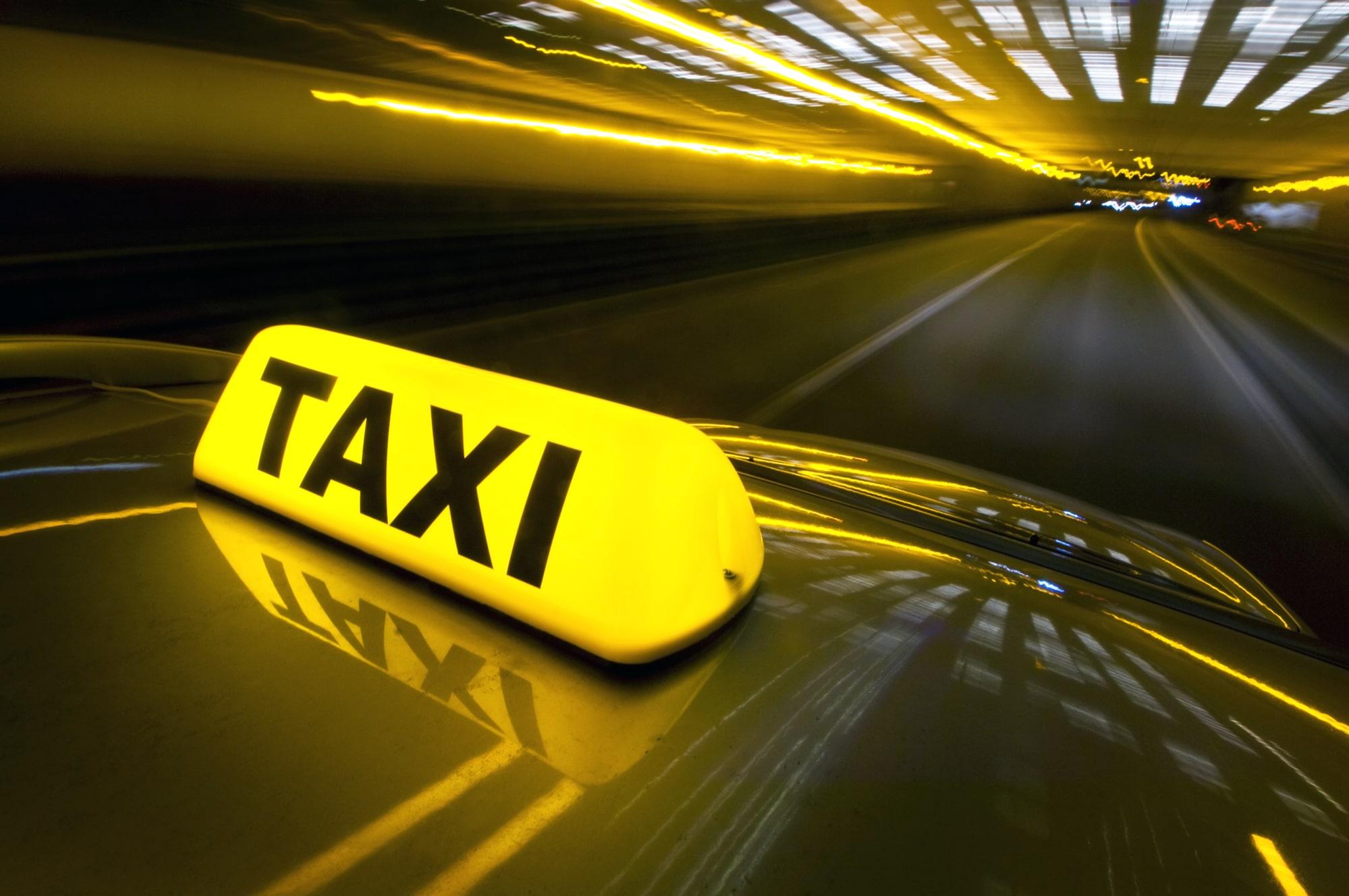 Картинки реклама в такси