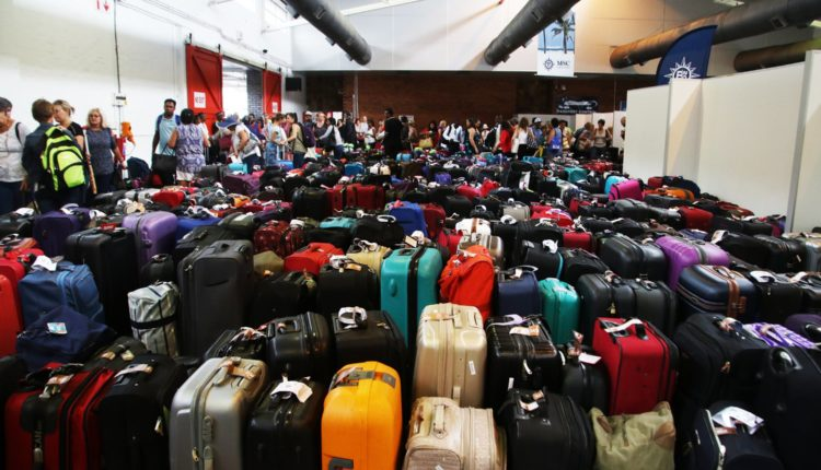 После коллапса с багажом в аэропорту Шереметьево грузчикам подняли зарплаты до 200 тысяч рублей