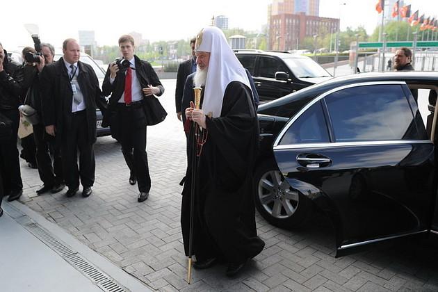«Больные подождут». Из-за визита патриарха в Сергиевом Посаде заблокировали работу «Скорой». ВИДЕО
