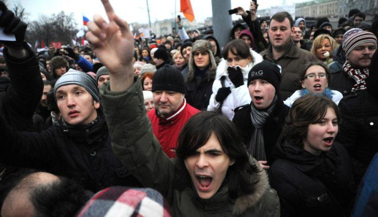 Лишь 19% россиян верят в свою возможность влиять на решения власти