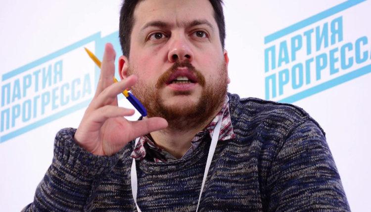Ближайший соратник Навального стал основным подозреваемым по уголовному делу об отмывании миллиарда