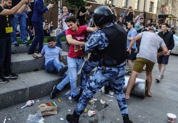 В Кремле оправдали жесткие действия силовиков на митингах оппозиции