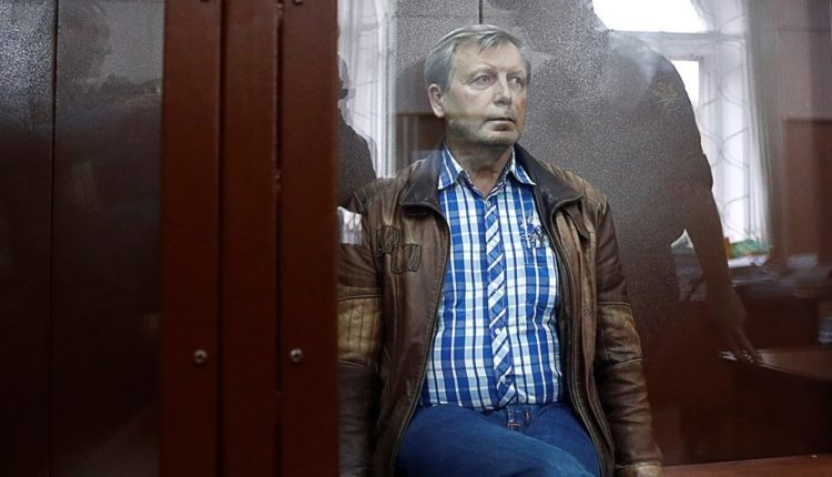 Медведев уволил пойманного на взятке замглавы Пенсионного фонда Иванова