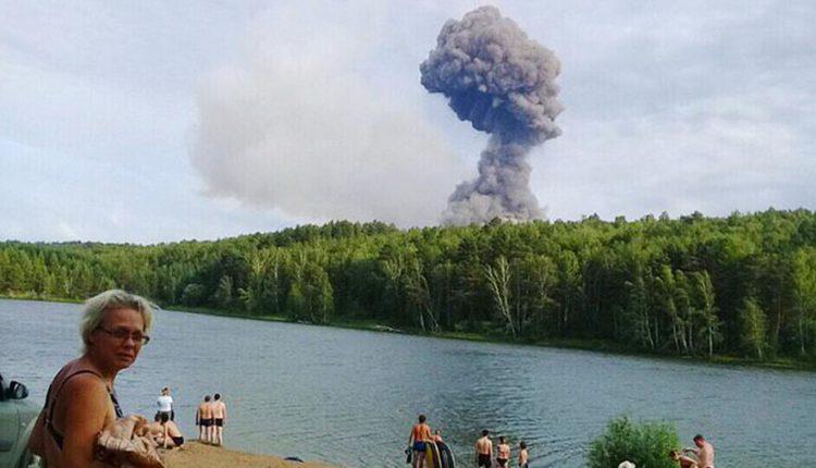 В Красноярском крае эвакуируют жителей трех населенных пунктов из-за взрывов на складе с боеприпасами. ВИДЕО
