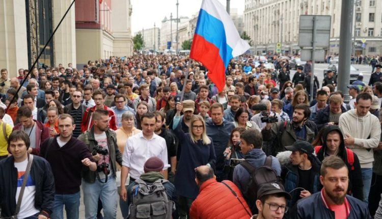 Москвичи рассказали о своем отношении к протестам из-за выборов без выбора