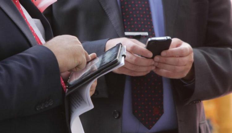 Минфин не станет покупать чиновникам смартфоны с отечественной «операционкой»