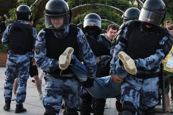 Полицейским, которые разгоняли акцию 27 июля в выходной день, отказались выплачивать сверхурочные