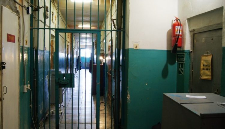 500 рублей компенсации за нечеловеческие условия в спецприемнике