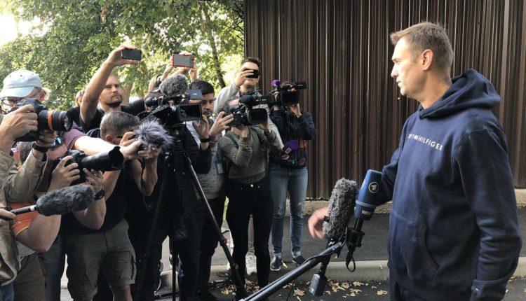 Навальный вышел на свободу спустя месяц отсидки под арестом