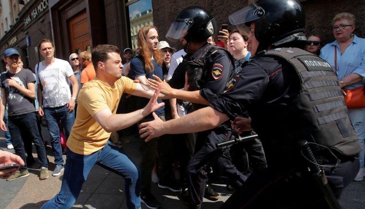 Почти 40% москвичей выступили против жестких мер по разгону несогласованной акции 27 июля