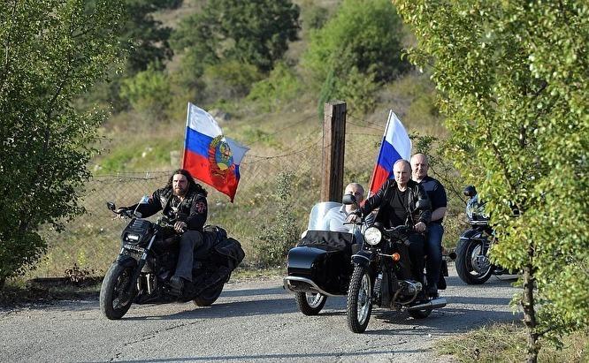 В ГИБДД отказались наказывать Владимира Путина за езду на мотоцикле без шлема