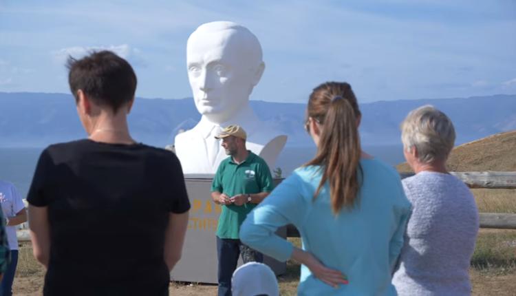 Жители Байкала установили бюст Путина, чтобы он обратил на них внимание. ВИДЕО