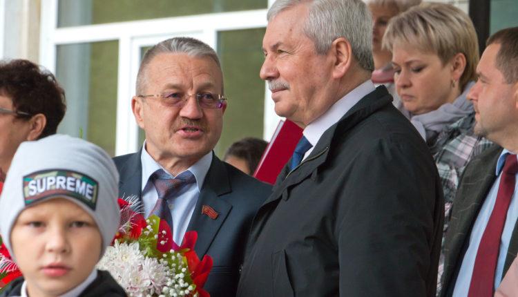 «С 1 мая, дети!» Спикер южноуральского Заксобрания Владимир Мякуш поздравил детвору с Днём знаний. ВИДЕО