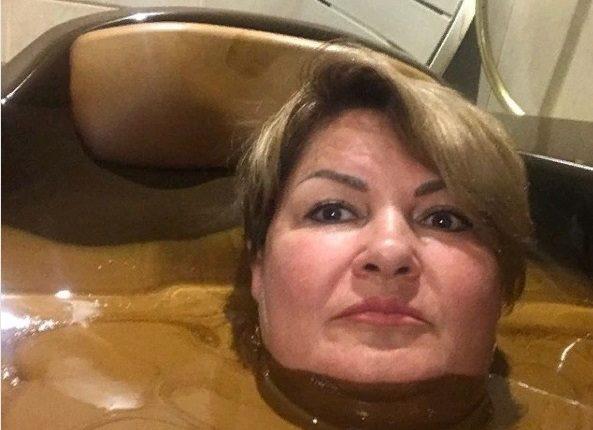 Чиновница из Ульяновска выложила селфи в нефтяной ванне и нарвалась на увольнение