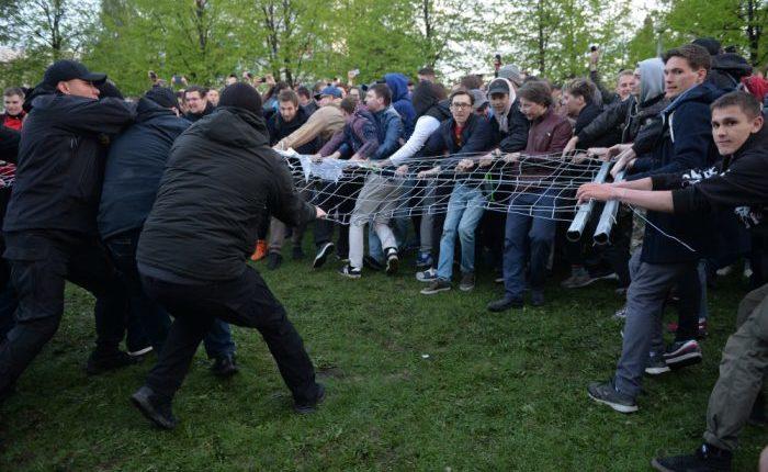 Защитнику сквера в Екатеринбурге, назвавшему пресс-секретаря УМВД «мусором», вынесли приговор