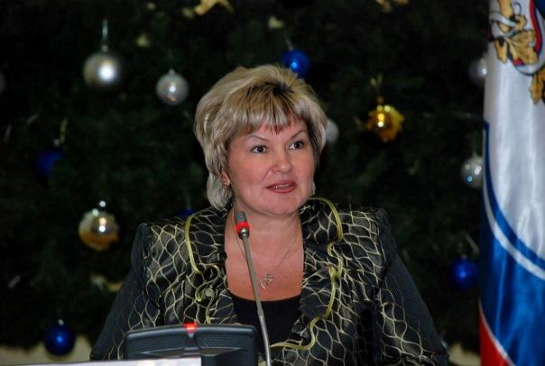 Ульяновский губернатор передумал увольнять сотрудницу за фото «в шоколаде»