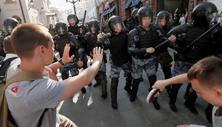 В центре «Э» подсчитали количество задержанных несовершеннолетних и студентов на летних акциях протеста