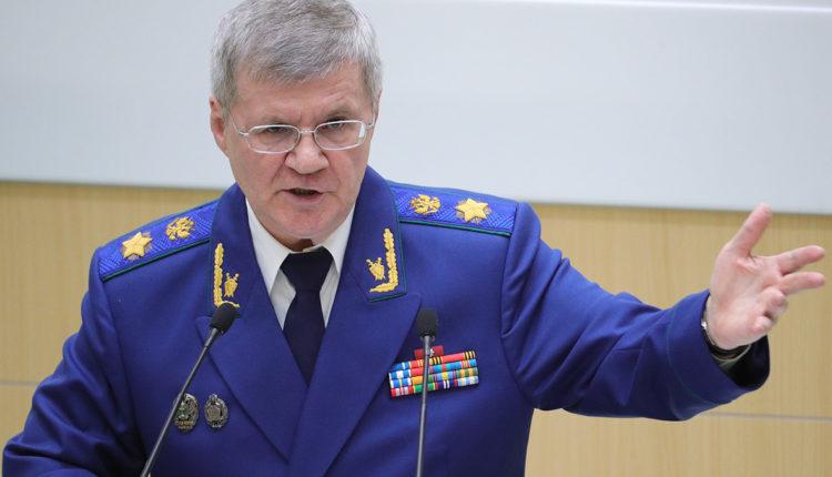 Из-за визита генпрокурора Чайки к подруге в маленьком сибирском городке впервые уложили асфальт