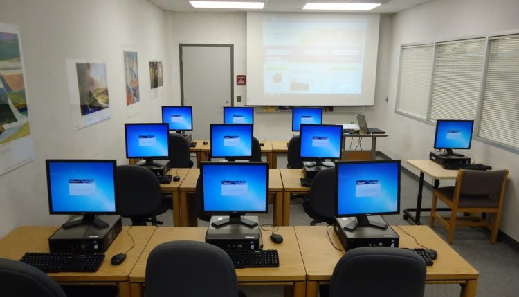 Сотрудник Академии ФСБ разобрал более 500 учебных компьютеров. Детали он распродал на Avito