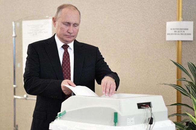Владимир Путин отдал свой голос на выборах в Мосгордуму за кандидата от парламентской оппозиции