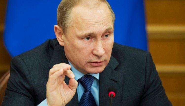 Путин повысил зарплату чиновникам, которые и так получают в три раза больше, чем в среднем по стране