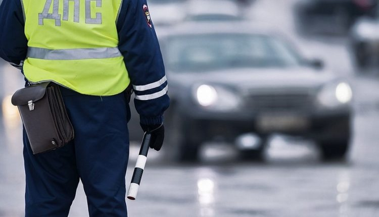В Челябинске сотрудник ДПС увидел, как грабят мужчину, и «смылся». Его признали виновным в халатности