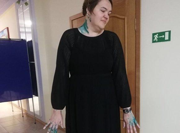 Беспредел в Санкт-Петербурге: одного члена УИК облили зеленкой, а другого избили