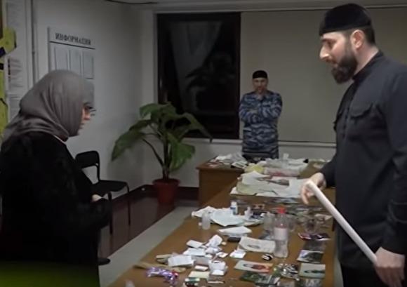 В Чечне задержали троих человек за «колдовство». Они покаялись в эфире местного телеканала. ВИДЕО