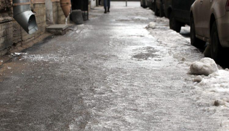 Компания «Южуралмост», получавшая дорожные контракты от экс-губернатора Дубровского, вновь провалила уборку дорог и тротуаров в Челябинске