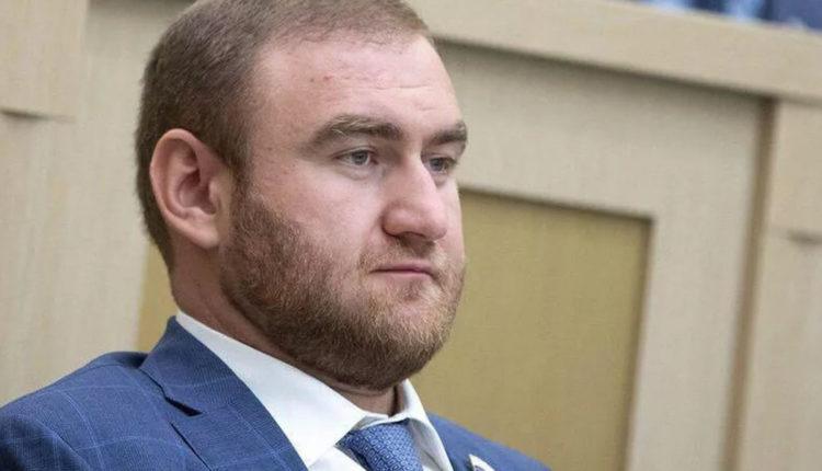 Экс-сенатор Арашуков, обвиненный в убийствах, назвал заказчика своего уголовного дела