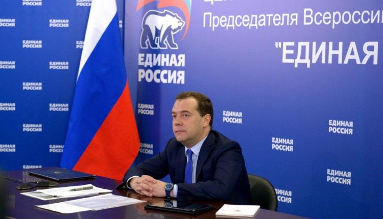 Медведев потребовал прекратить выдвигать единороссов под видом независимых кандидатов