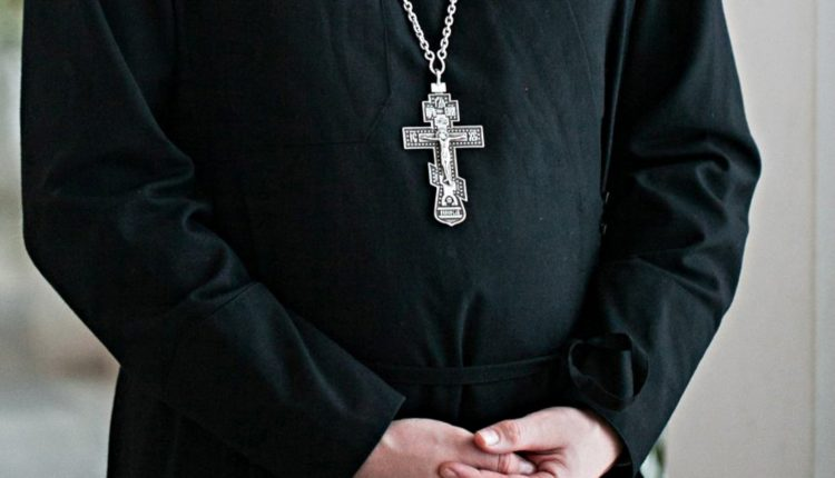 Рязанского священника на год отстранили от служения за жестокое избиение жены на глазах у детей и пьянство
