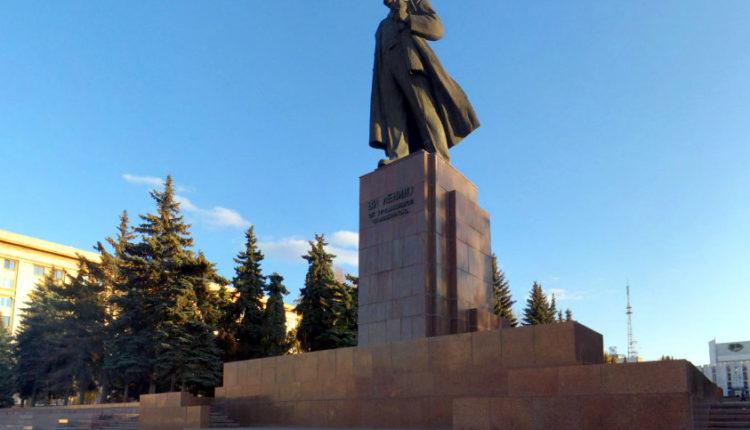 Трибуну памятника Ленину в Челябинске за 20 млн отремонтирует компания нового замминистра строительства области