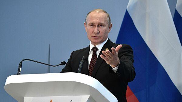 Путин разрешил критиковать власть, но без поругания национальных символов. И без мата