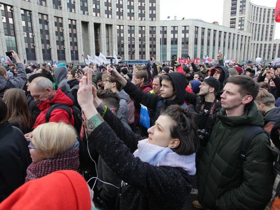 Больше половины граждан России хотят решительных перемен