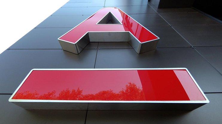 Данные клиентов Альфа-банка выставили на продажу. Факт утечки официально подтвержден