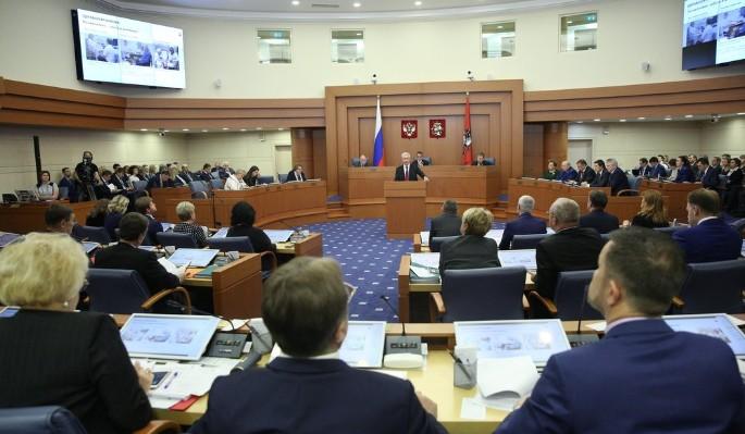 Зарплаты лояльных властям депутатов Мосгордумы превысят 700 тысяч рублей. Даже федеральные министры получают меньше