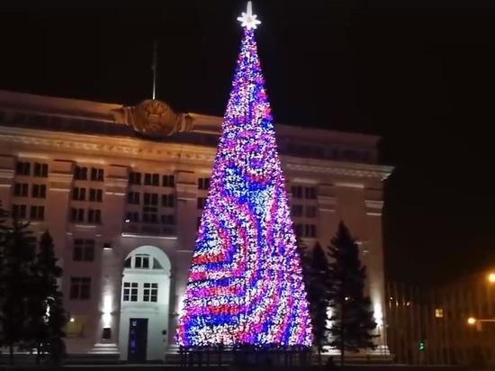 Власти Кемерово поставили новогоднюю елку за 18 млн – в три раза дороже кремлевской