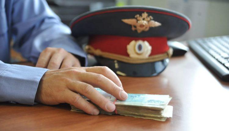 Начальник полиции в Москве заставил подчиненных дать ему взятку, чтобы их не посадили за взятку