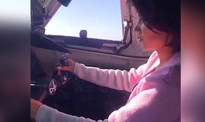 В Якутии пилот во время рейса дал «порулить» самолетом своей знакомой. Возбуждено уголовное дело. ВИДЕО